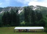 Letošnji tabor je bil v okolici vasi Lom pod Storžičem. Zadaj Kriška gora, skrajno levo Tolsti vrh. Storžič je pa še bolj levo,  a  ga ni več na sliki.