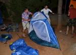 """Prihod v Paklenico v poznih popoldanskih urah je pomenilo  postavljanje šotorov v temi. """"Kako že tole gre skupaj?"""""""