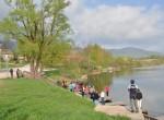 Za začetek smo se ob Kočevskem jezeru nadihali svežega zraka.