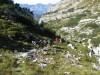Prijetna steza nas vodi pod dolini.